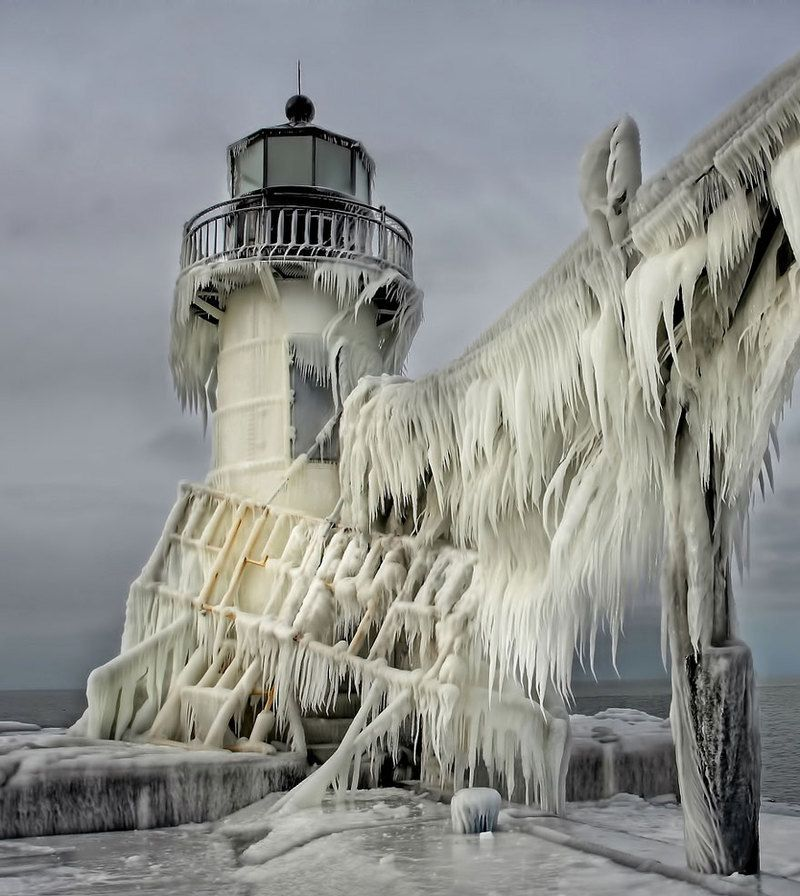 frozen-ice-art-3-1__880_1.jpg