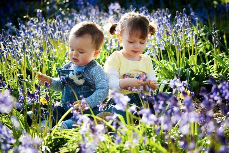 kids-in-flowers1.jpg